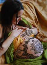 pregnancy henna tattoos ~ custom body art created spontaneously for mothers to celebrate pregnancy ~ art and photography by SarahKate Butterworth